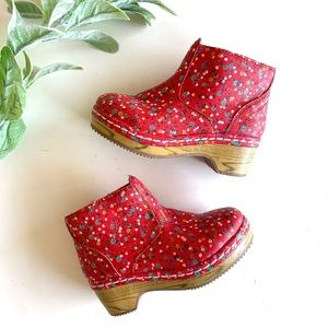 Genuine Kids by Oshkosh Girl Red Floral Clog Boots